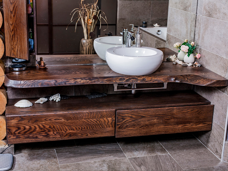 комплект мебели для ванной комнаты из натурального дерева
